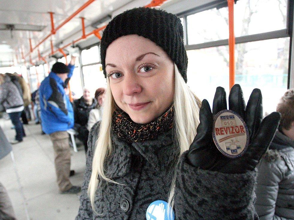 Redaktorka Rovnosti Vladimíra Krejsová (na snímku) si vyzkoušela práci preventistů brněnského dopravního podniku.