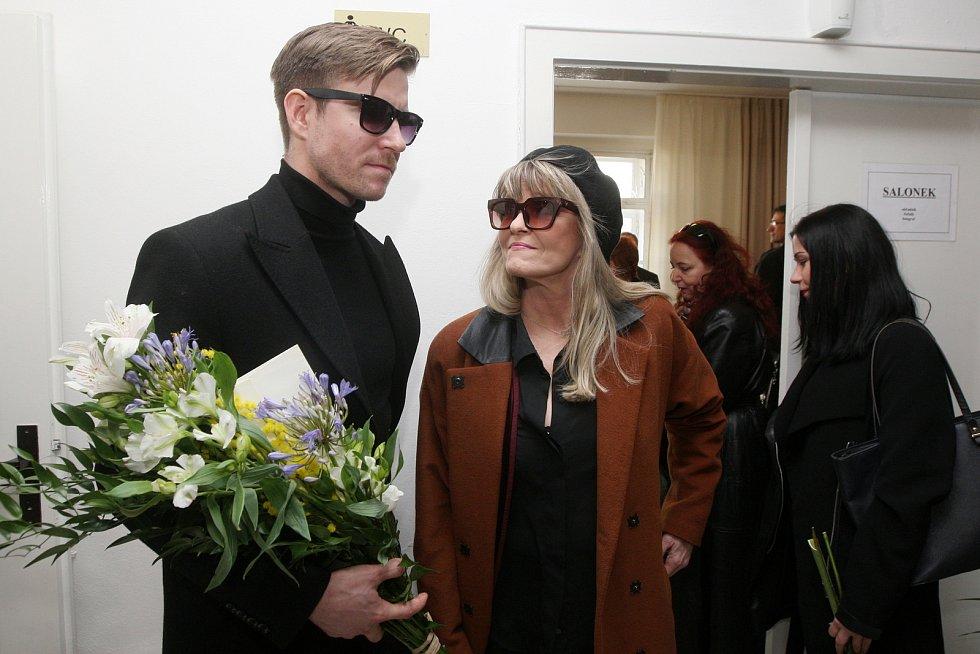 Brno 5.3.2019 - pohřeb Jiřího Pechy na Ústředním hřbitově v Brně - na snímku Vladimír Polívka a Chantal Poullain