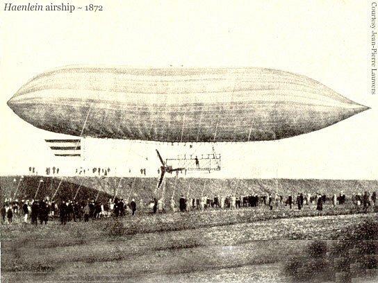 Dobová fotografie Haenleinovy vzducholodi.