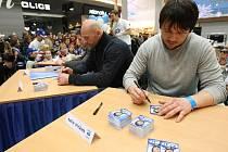 Hokejisté brněnské Komety se v nákupním centru Olympia zúčastnili charitativní akce na podporu projektu Vracíme se do života.
