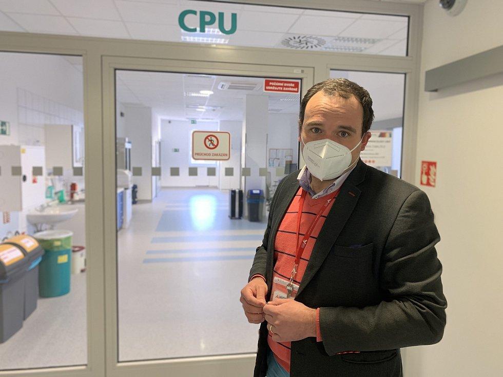 Kontroverzní zázrak medicína. Svatoanenská nemocnice si pěstuje vlastní konopí