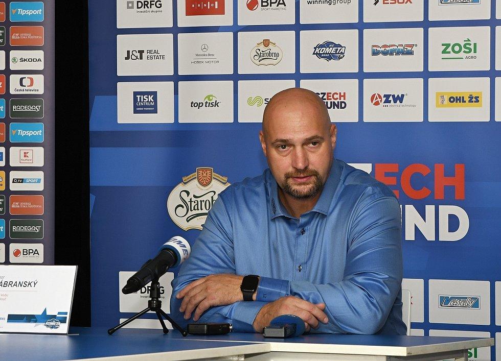 Majitel a hlavní kouč Komety Libor Zábranský na předsezonní tískové konferenci.
