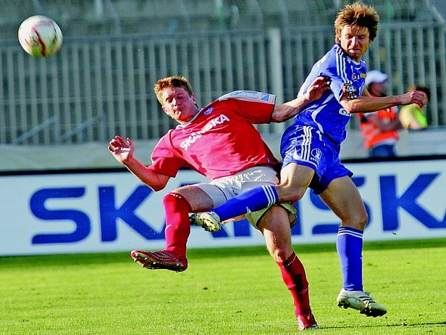 Brněnský obránce Ondřej Mazuch (v červeném) už pár ligových zápasů odehrál.