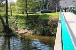 Do půl roku by měli dělníci postavit nové schody u lávky přes Svratku v brněnském Komíně a usnadnit tak lidem přístup k řece. Projekt loni navrhl do participativního rozpočtu Tomáš Němec.