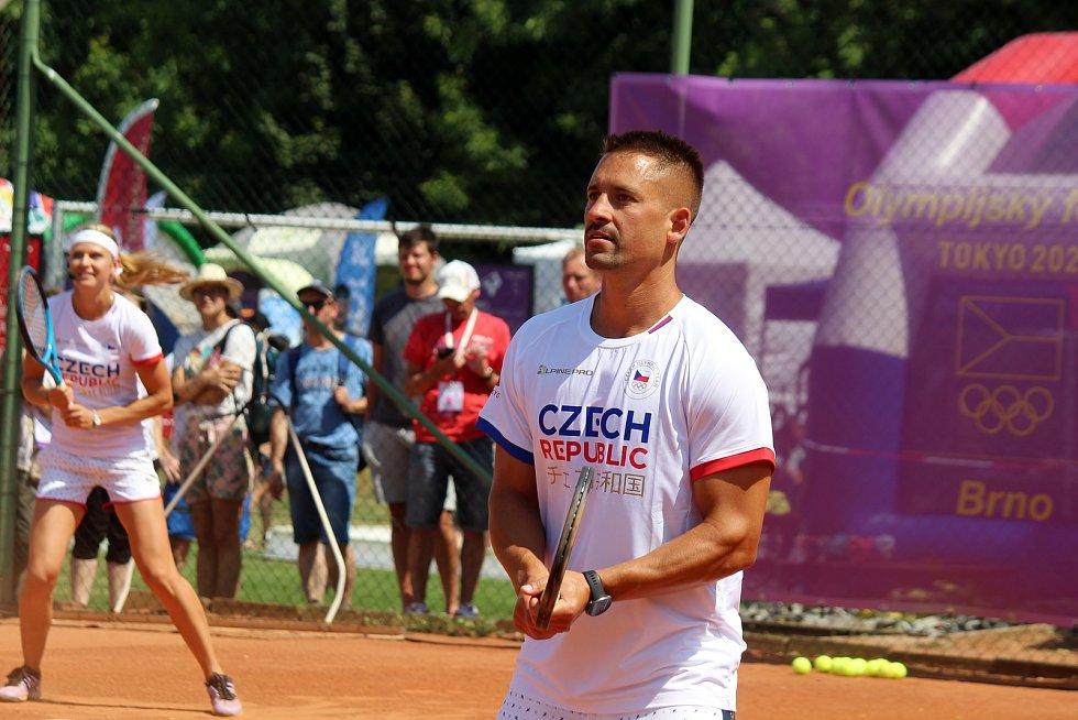 V tenisové exhibici na Olympijském festivalu v Brně si zahráli Lucie Šafářová, Tomáš Plekanec, Daniela Bedáňová a Eva Samková.