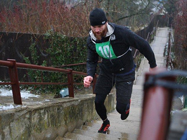 V Bílovicích nad Svitavou začali opravovat schody, po kterých pořádají tradiční silvestrovský běh.