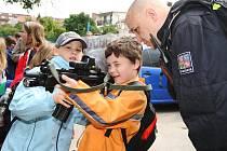 Děti se seznamovali s prací policistů u příležitosti Mezinárodního dne dětí.