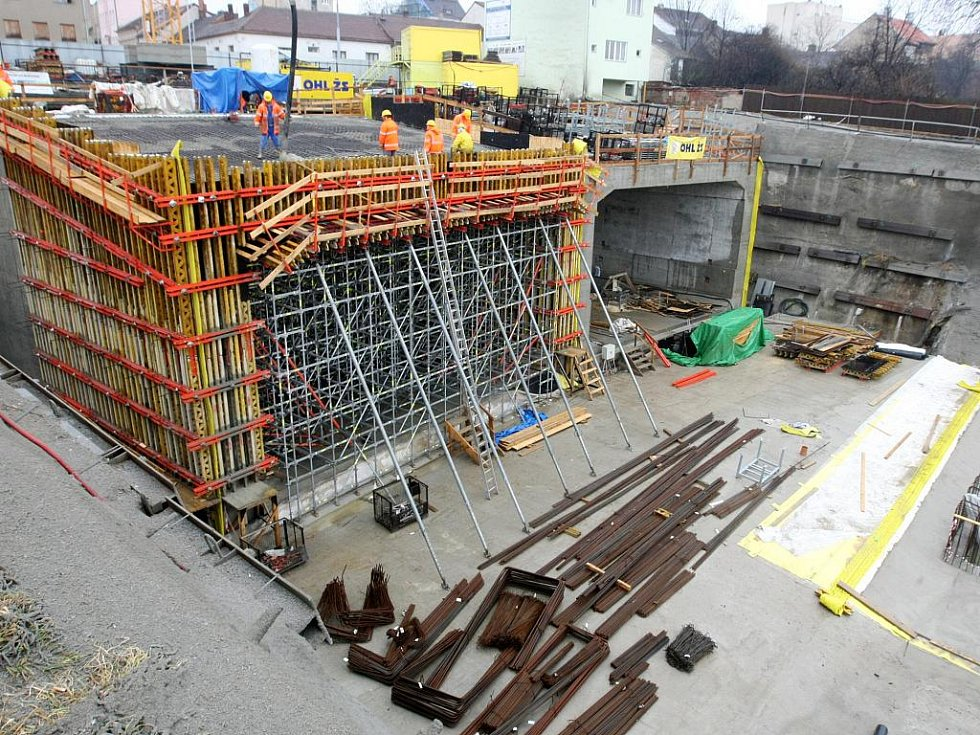 Stavba Dobrovského tunelů.
