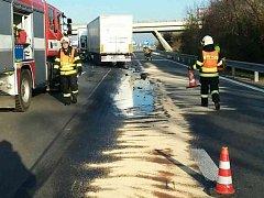Ranní nehoda dvou kamionů na třetím kilometru dálnice D2 ve směru na Brno.