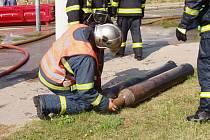 Brněnští hasiči likvidovali hořící plynové lahve i chemikálie.