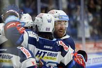 Hokejisté Komety zaskočili mistrovský Třinec.