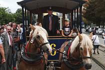 Dopravní podnik města Brna přesně po 150 letech, kdy Brnem projela první koněspřežná tramvaj, odhalil na stejném místě historický označník.