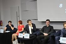 O dopravě, kultuře, sportu i sociálních tématech debatovalo deset kandidátů na brněnského primátora v pondělí večer v hotelu International.