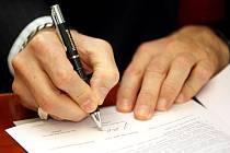 Podpis smlouvy se strojírenským gigantem Honeywell.