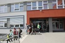 Základní škola ve Šlapanicích.