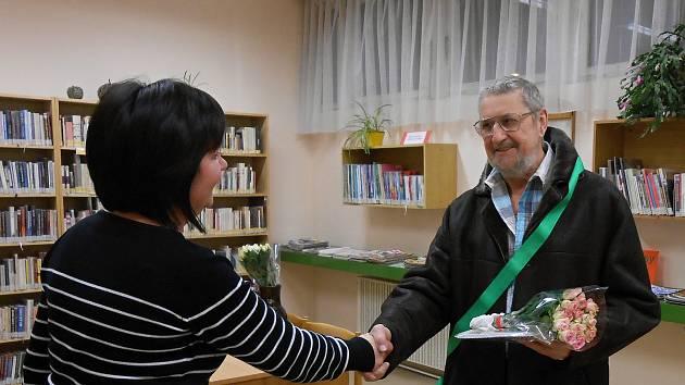 Titul Čtenář roku příjemně překvapil v bystrcké Knihovně Jiřího Mahena Rudolfa Buchtela.