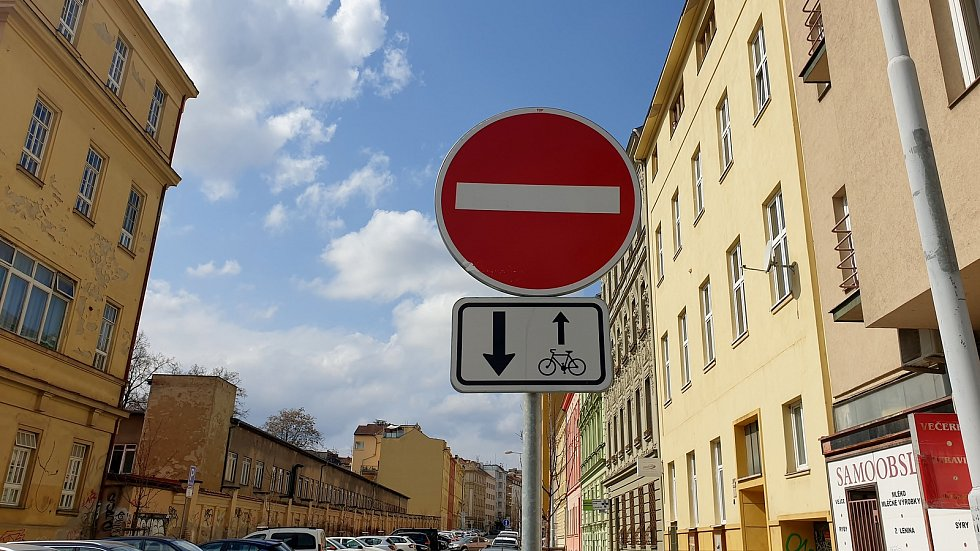 Nově vyznačená cykloobousměrka v Gorkého ulice v Brně.