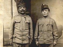 Válečná paměť - Antonín Komárek (vpravo).