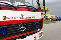 Několik jednotek hasičů jezdí po jižním okolí Brna. Lidé tam totiž cítí zvláštní aromatický zápach plynu.