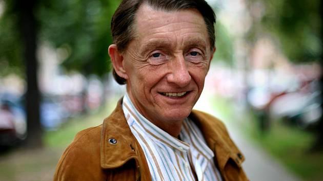 Klavírní virtuoz Josef Bulva.