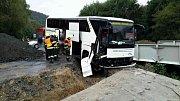 Nehoda autobusu s turisty u Kuřimi na Brněnsku. Řidič vjel na staveniště.