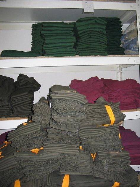 Nové vězeňské obleky.
