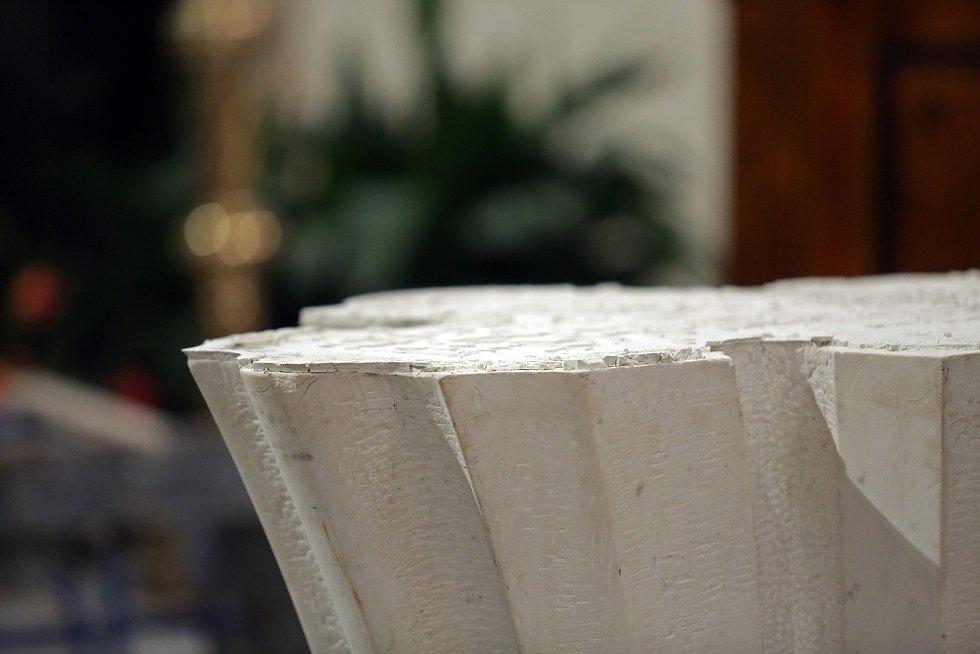 Svatopetrská katedrála bude mít od května nový oltář. Nový obětní stůl navrhl tým architektů Michal Říčný, Petr Todorov a Magdalena Říčná. Původní oltář autora Jaroslava Vaňka bude věnován kapli SV. Jana v Římě. V katedrále je od 80. let.