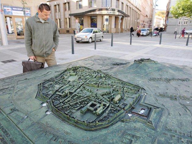 Plastika na Moravském náměstí.
