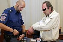 Za pokus o těžké ublížení na zdraví poslal Krajský soud v Brně muže, který napadl svého bratra krumpáčem, na šest let do vězení.