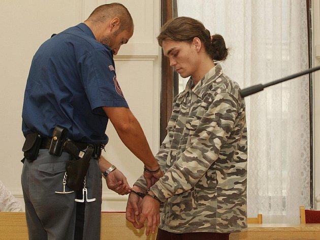 Až dvanáct let může za mřížemi strávit čtyřiadvacetiletý Josef Vomela.