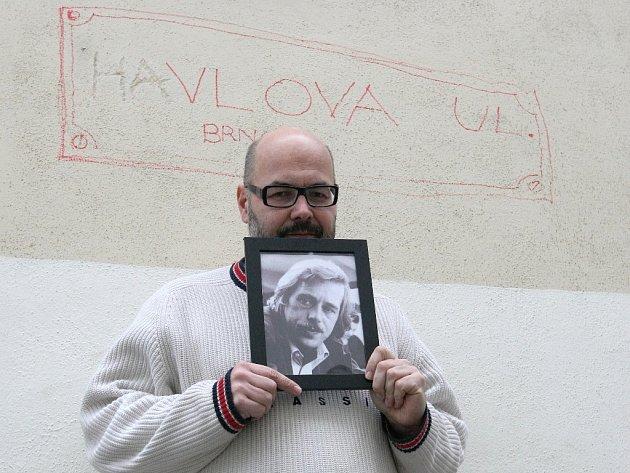 Vladimír Morávek z Husy na provázku je jedním z iniciátorů Uličky Václava Havla.