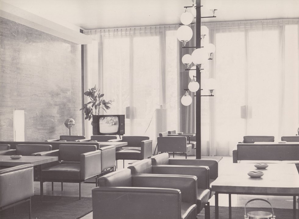 Restaurace Bohéma v Janáčkově divadle v roce 1965.