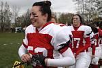 Letošní neporazitelnost uhájily hráčky brněnských Amazons i ve finále domácí ligy amerického fotbalu žen.