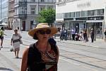 Lidé mají v těchto dnech problém na některých frekventovaných místech v centru Brna skrýt se před sluncem.