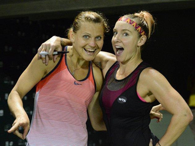 Lucie Šafářová (vlevo) a Bethanie Matteková-Sandsová uspěly na turnaji v Miami.