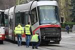 Nehoda tramvaje a nákladního auta v brněnské Štefánikově ulici.