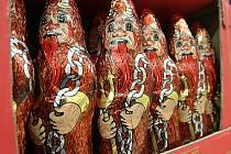 V obchodech je už teď k dostání vánoční zboží. Především čokoládové figurky a dekorace.