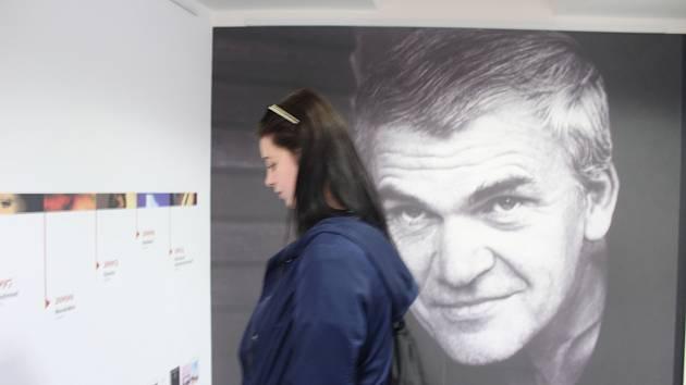 V pondělí začala výstava k devadesátým narozeninám spisovatele Milana Kundery v Moravské zemské knihovně.