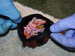 Osmačtyřicet takzvaných psaníček s heroinem zajistili policisté minulý týden při domovní prohlídce bytu v centru Brna.