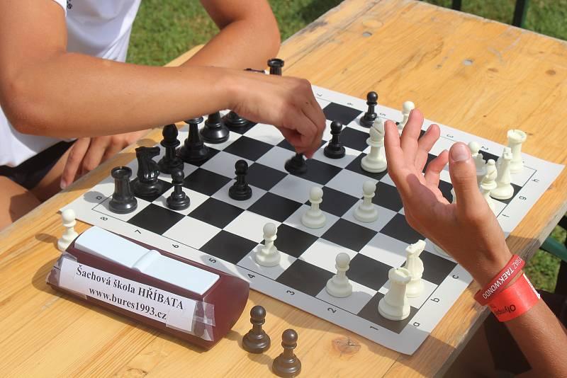 Ačkoliv šachy mezi oficiální olympijské sporty nepatří, mohou si zájemci v Brně vyzkoušet i tuto hru.