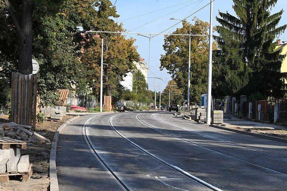 Opravená tramvajová trať v Lesnické ulici v brněnských Černých Polích.