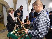 Pětadvacátý ročník výstavy nožů na brněnské nové radnici.