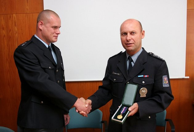 policista zachránce - Jiří Švarc (vlevo)