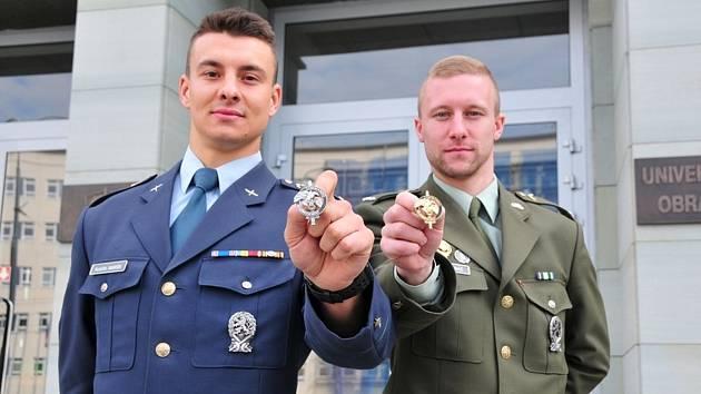 Před měsícem se z mariňáckého výcviku v rovníkové džungli vrátili studenti brněnské univerzity obrany Rodolfo Maršík (na snímku vlevo) a Václav Krabáč.