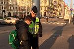 Policisté ve středu ráno kontrolovali přecházející na přechodech pro chodce na Konečného náměstí.
