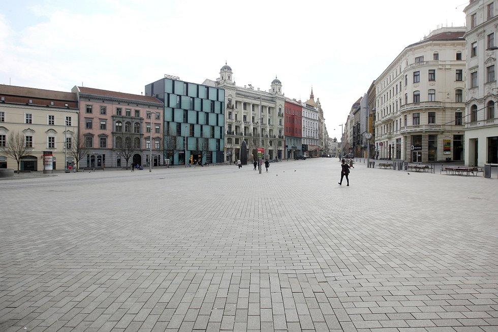 Brno 20.3.2020 - město po vyhlášení zákazu pohybu bez ochrany ústa nosu.
