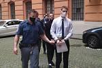 Obžalovaným mužům hrozí za brutální pokus o vraždu dvacetiletý až výjimečný trest.