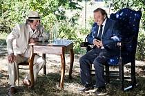 K filmu Dědictví aneb Kurva se neříká napsal Bolek Polívka scénář.
