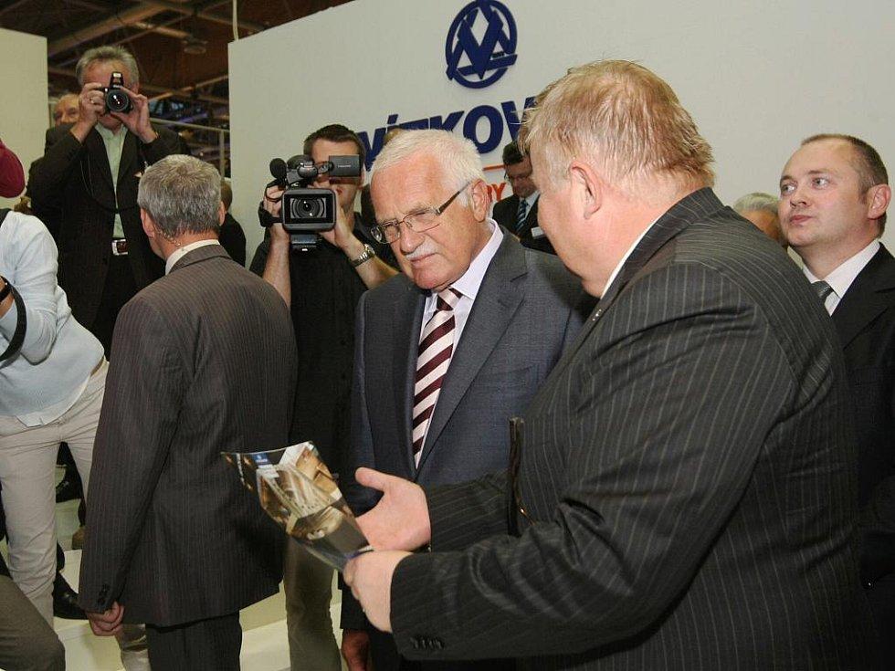 Prezident Klaus na strojírenském veletrhu v Brně.