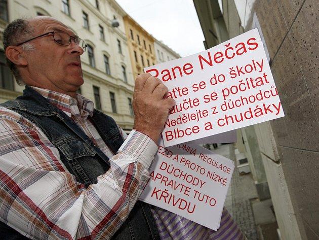 Na sídle brněnské ODS se objevily plakáty.